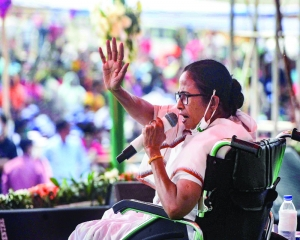 Traitors like Adhikari will be kicked out: Didi