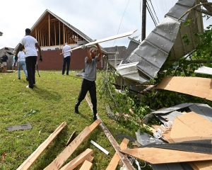 US: Storms spawn twisters in Mississippi, kill driver in Georgia