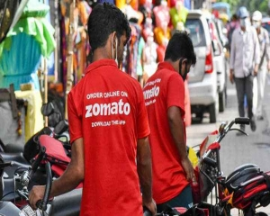 Zomato agent schools customer on Hindi; Company fires staff saying its against its policy