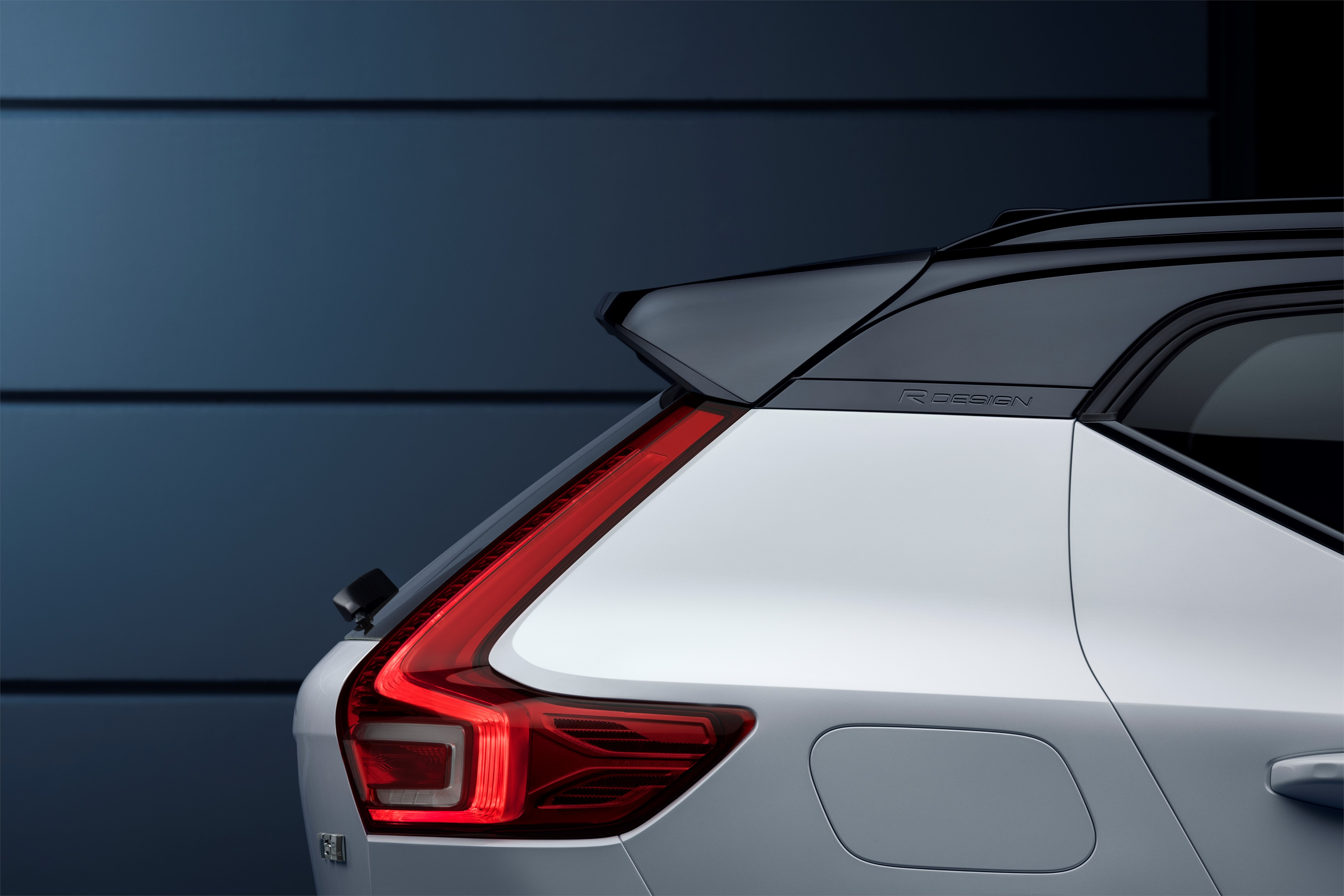 New Volvo XC40 R-design in Crystal white with black roof - exterior detail