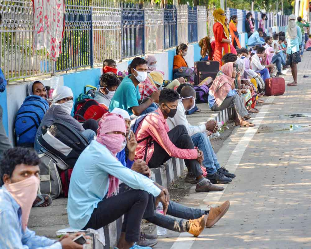 Migrants from various parts of Jharkhand gather at a shelter home to board buses to reach their native places, during the ongoing COVID-19 nationwide lockdown, in Ranchi - PTI