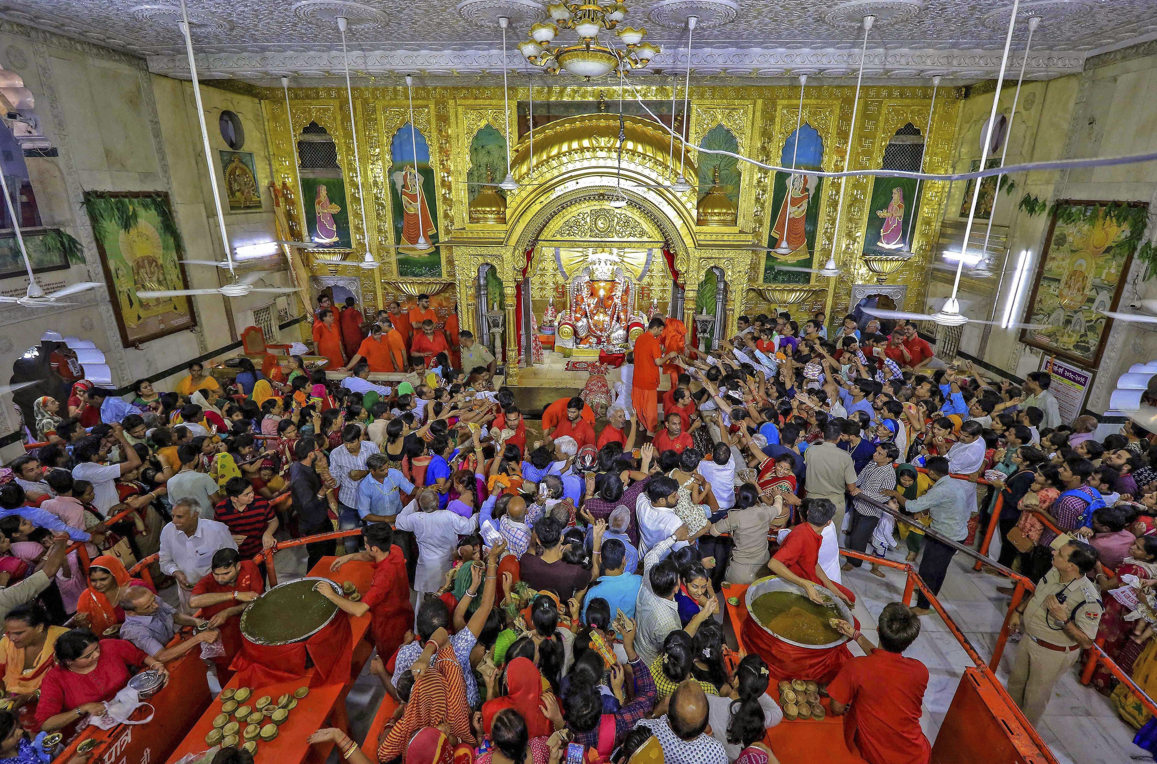 Devotees offer prayers during the Sinjara celebration on the eve of Ganesh Chaturthi, at Moti Dungri temple in Jaipur - PTI