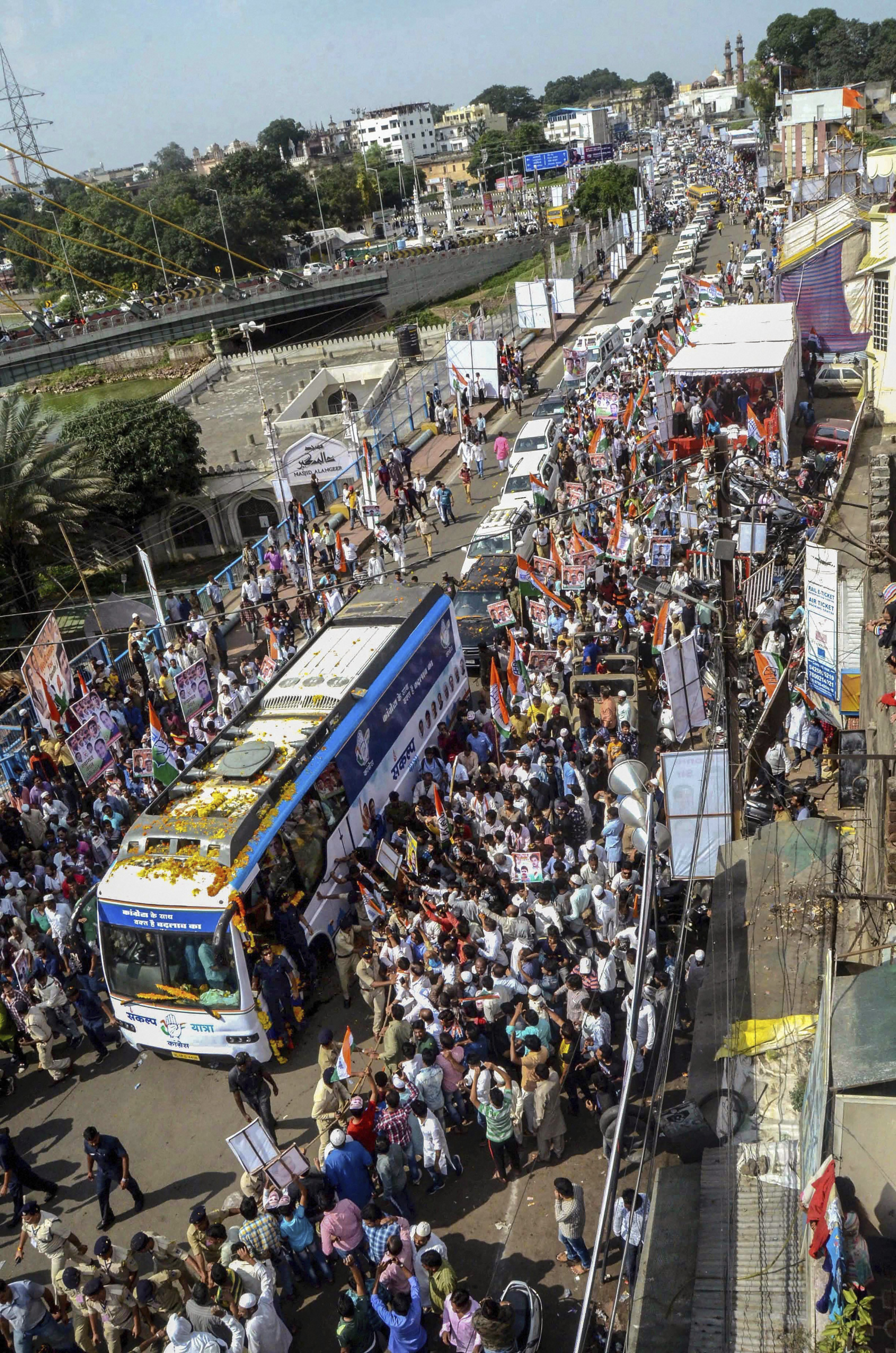 A view of Congress President Rahul Gandhi's roadshow, in Bhopal - PTI