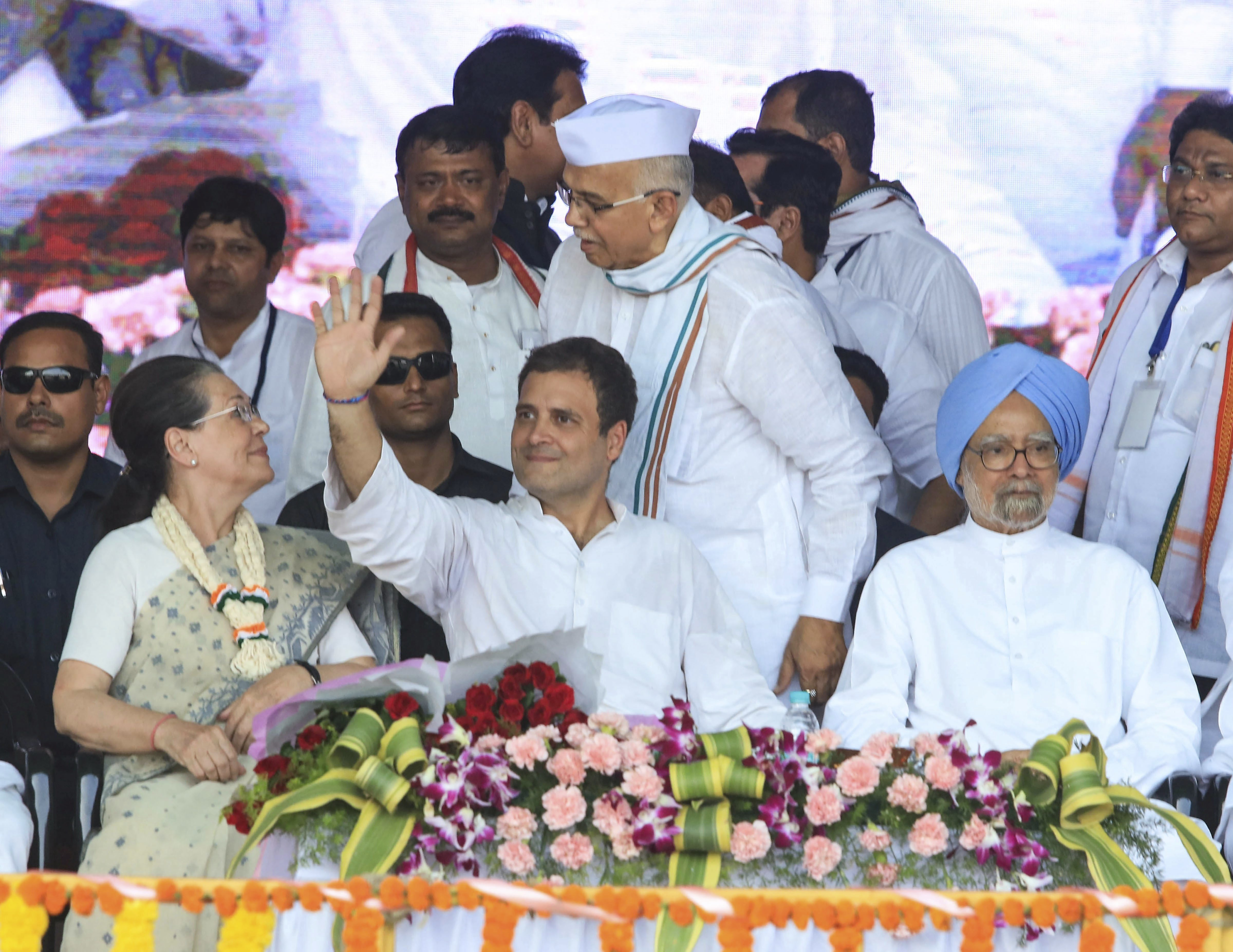 Congress President Rahul Gandhi with former Congress president Sonia Gandhi and former prime minister Manmohan Singh during a public rally in Wardha - PTI
