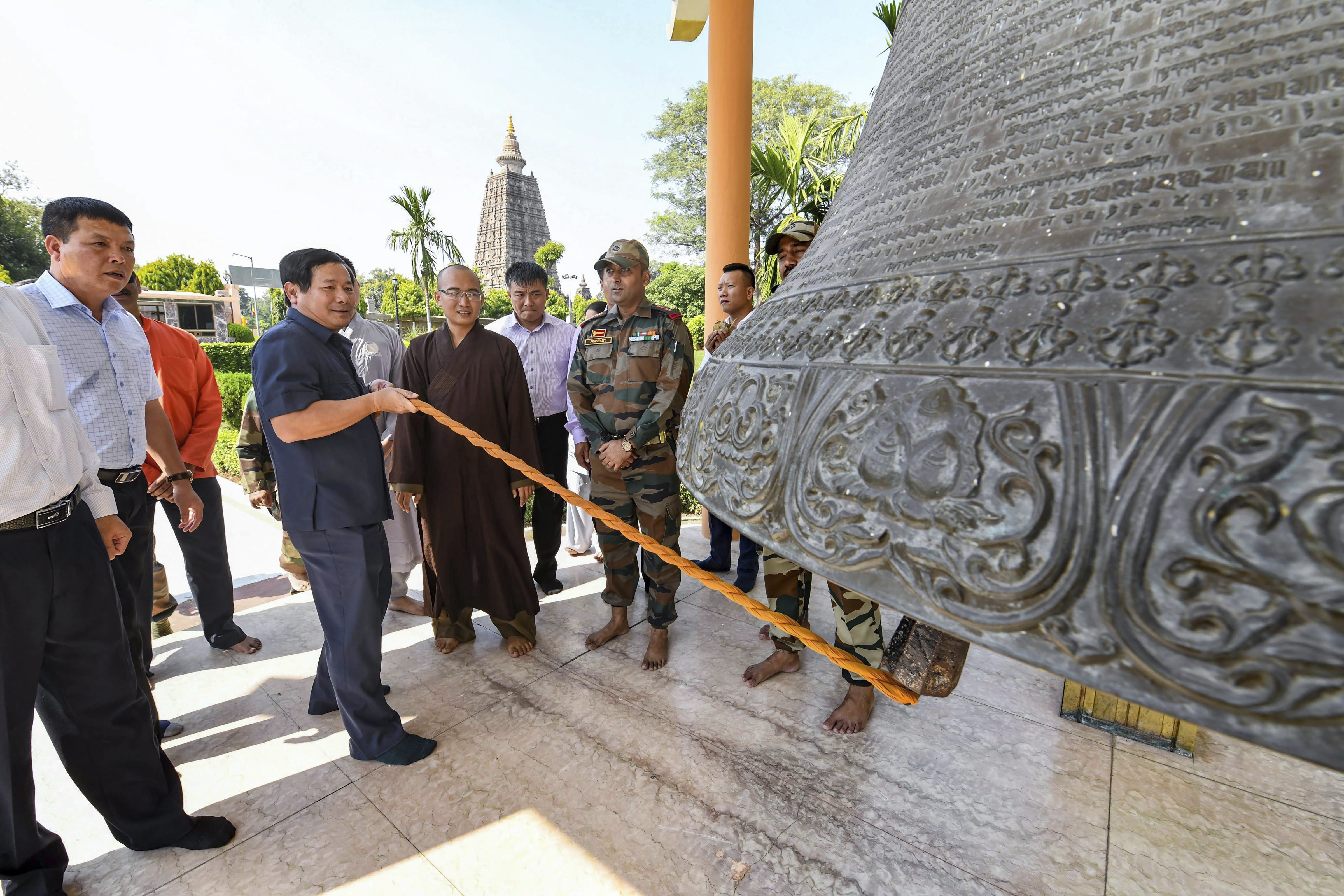 Lt Gen Le Huy Vinh, Commander of Vietnam People's Air Force & Air Defence Service, rings the bell at Mahabodhi Temple during his visit to the heritage site in Bodhgaya, Bihar - PTI
