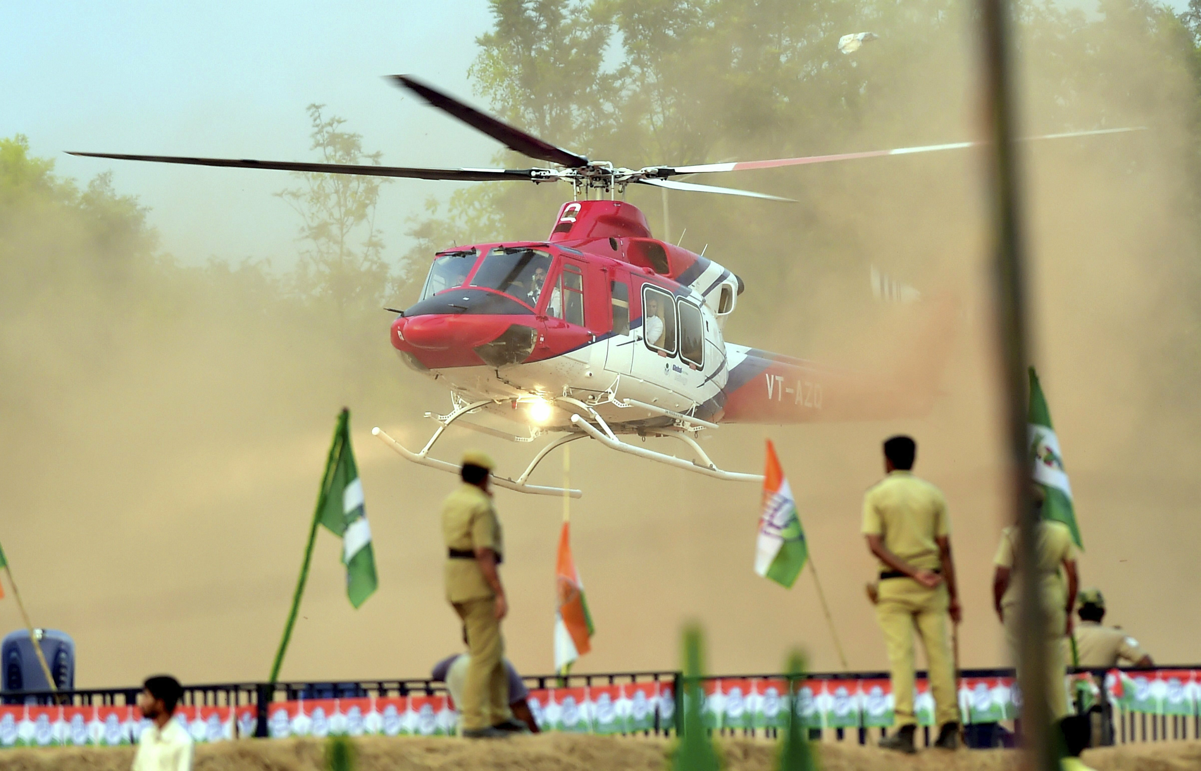 Congress President Rahul Gandhi arrives in a helicopter for the Congress-JD(S) rally ahead of Lok Sabha election in Bengaluru - AP