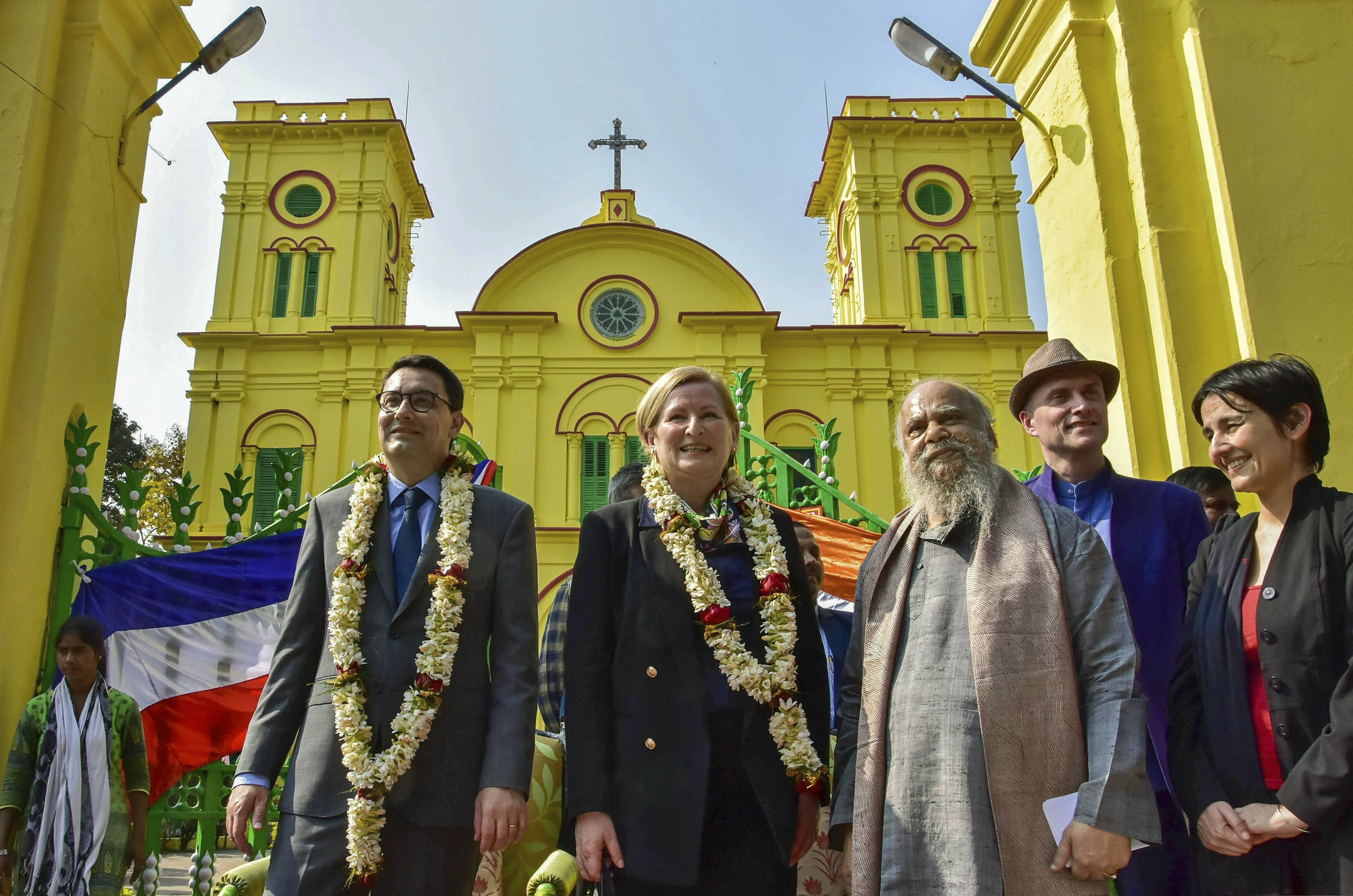 Ambassador of France to India Alexandre Ziegler and Chairman of West Bengal Heritage Commission painter Shuvaprasanna during the unveiling of plaques of heritage sites at Scared Heart Church at Chandernagore in Hooghly district - PTI