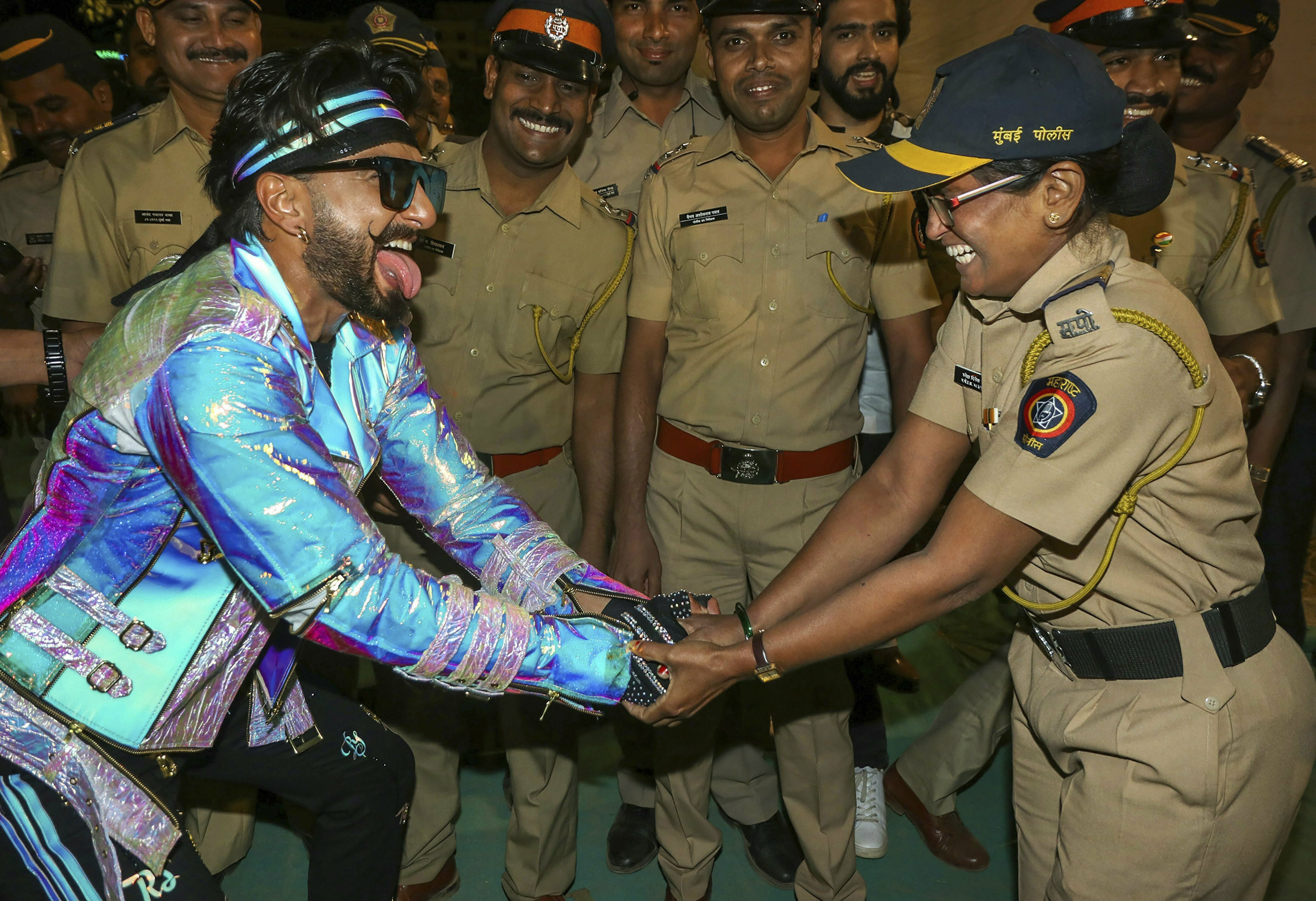 Bollywood actor Ranveer Singh interacts with police personnel at Mumbai Police's 'Umang 2019', in Mumbai - PTI