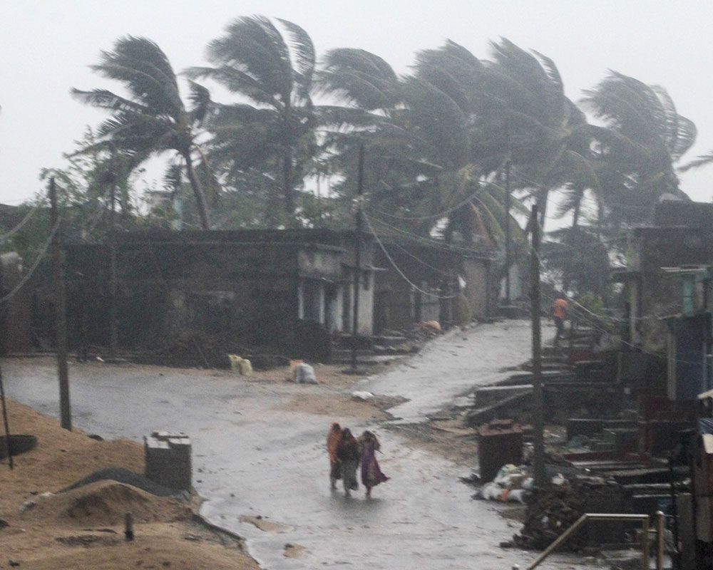 Indian villagers walk towards a shelter near Arjipalli beach during rain and strong winds caused by cyclonic storm named Titli, or Butterfly near Gopalpur on the Bay of Bengal coast, Ganjam district, eastern Orissa state - AP
