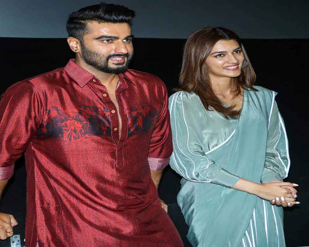 Bollywood actor Kriti Sanon and Arjun Kapoor during a promotion ahead of the release of their upcoming film 'Panipat' - PTI