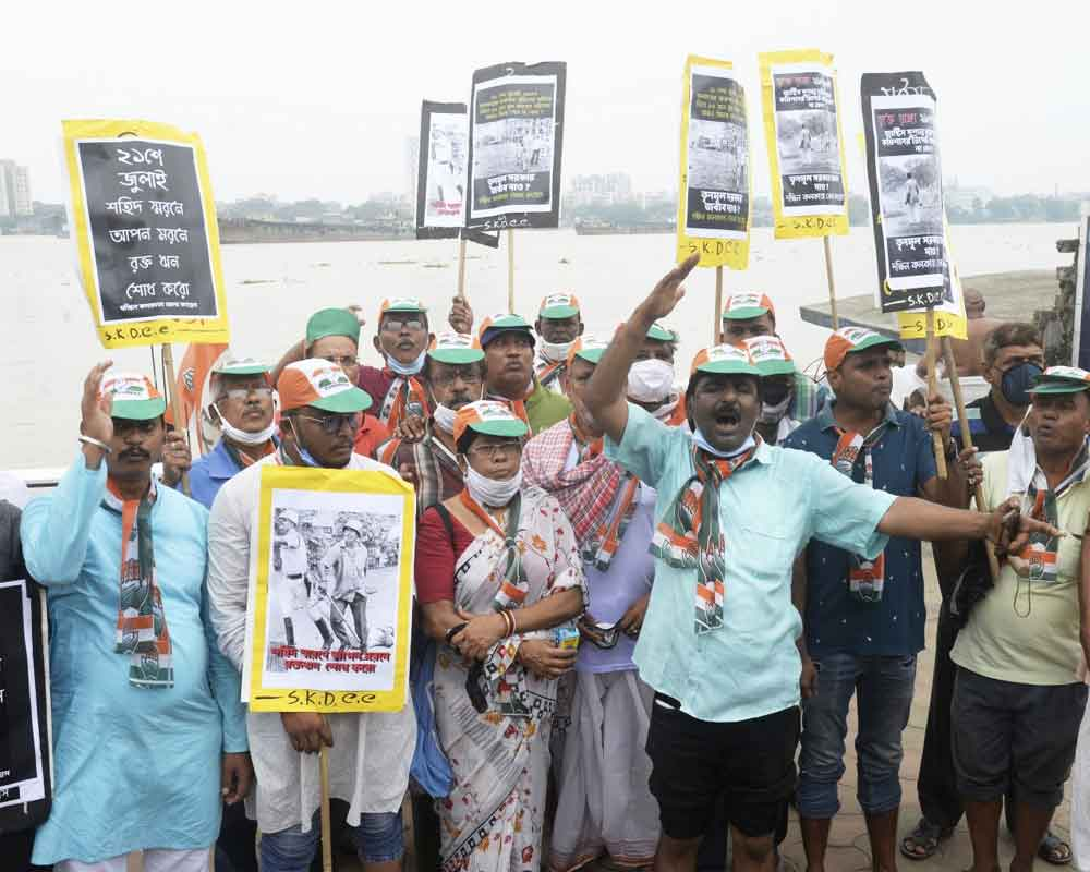 Youth Congress activists perform Tarpan ritual at River Ganga ghat in memory of youth Congress activists killed during July 21, 1993 protest rally in Kolkata - IANS