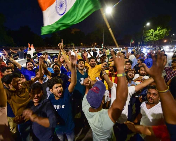 Today's Photo : People celebrating India wins Cricket World Cup match between INDvsPAK