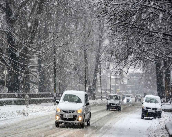 Today's Photo : Snowfall in Kashmir for the 2nd consecutive day