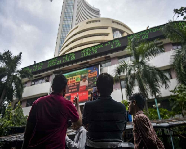 Today's Photo: Sensex surges 1,921.15 pts to end at 38,014.62; Nifty zooms past 11,200