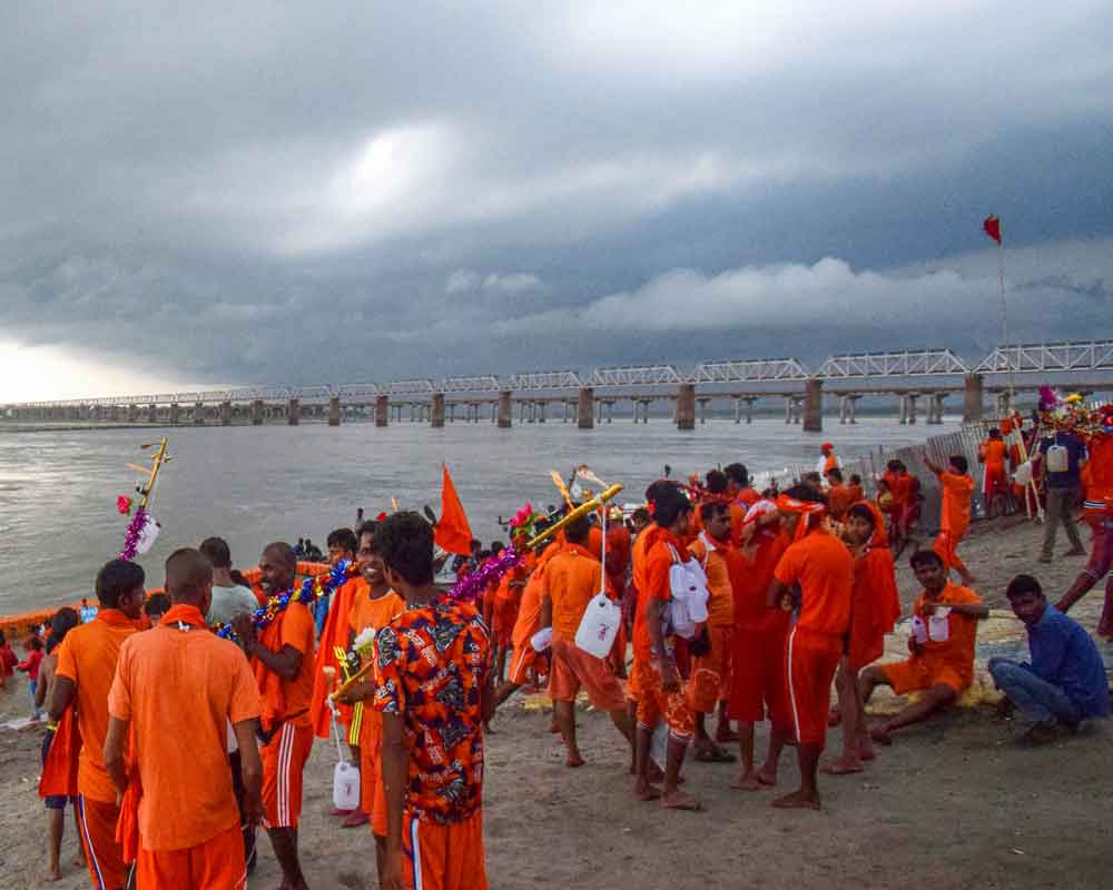 Today's Photo : Hindu devotees of Lord Shiva collect water