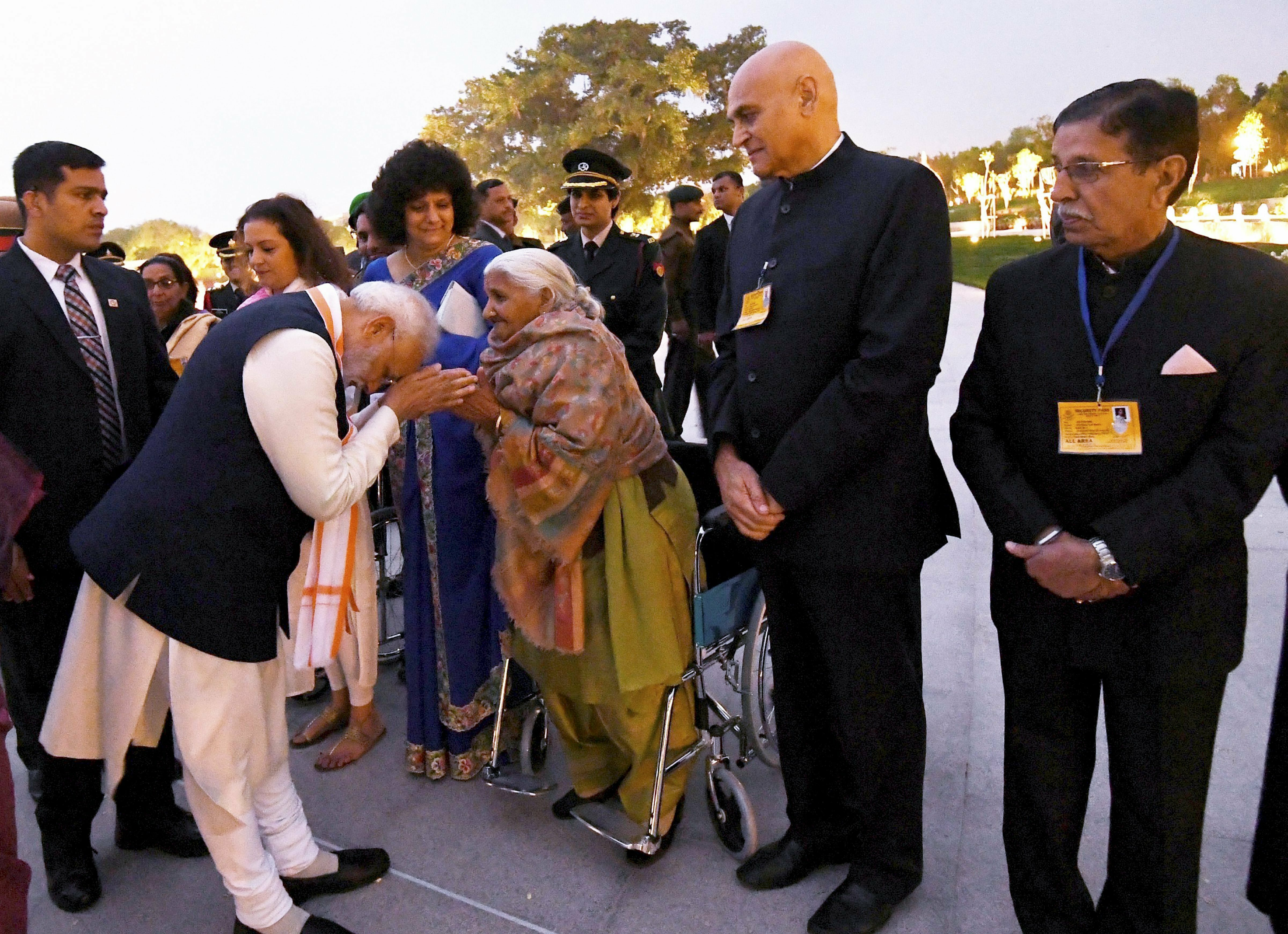 Prime Minister Narendra Modi interacts with the families of ex-servicemen during the dedication ceremony of the National War Memorial (NWM), at India Gate complex in New Delhi